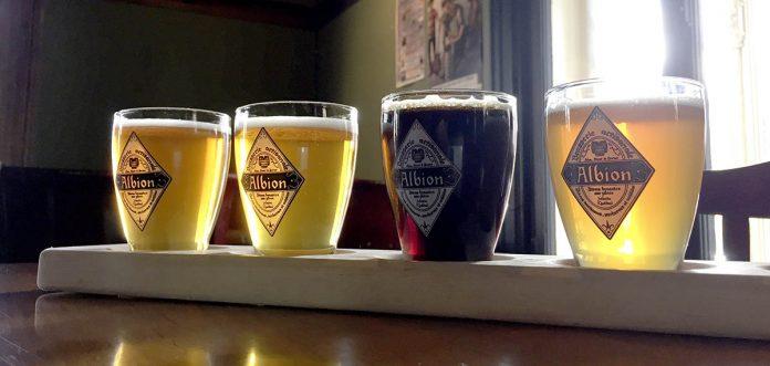 Une palette de dégustation de bières de L'Albion