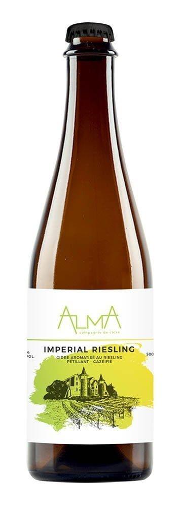 Une bouteille d'Alma, Maison de cidre Imperial Riesling - Cidre aromatisé au Riesling, 6,4 %