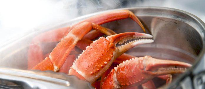 Cuisson de pattes de crabe - Veuillez consulter mon portfolio pour d'autres images d'aliments et de boissons.