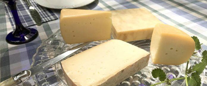 UN plateau de fromage à la bière