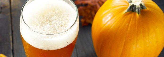 Bière à la citrouille orange mousseuse prête à boire